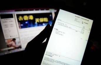 """到香港買保險:市民赴港""""買買買""""旅程中的重要一站"""