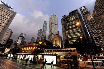 香港經濟擺脫下行走勢還有路要走