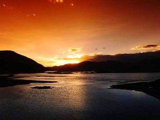拉薩河在拉薩的南部蜿蜒而過