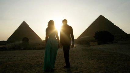挨挨擠擠的埃及市集上,香料的氣息悠然穿透無數的煙塵