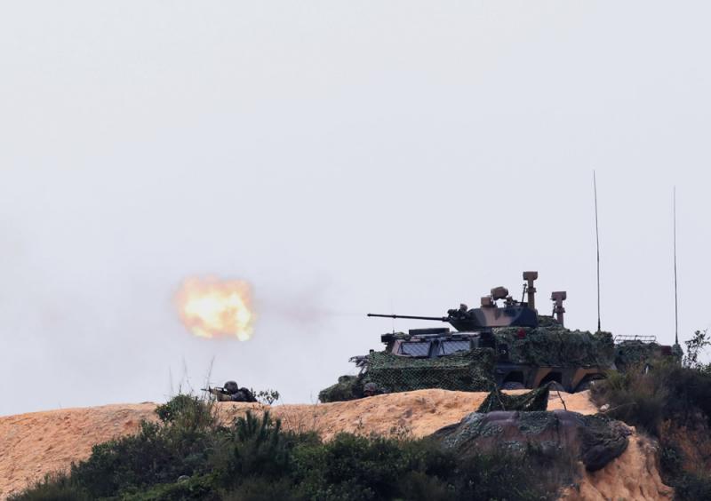 解放軍駐港部隊防控演習  威武雄威
