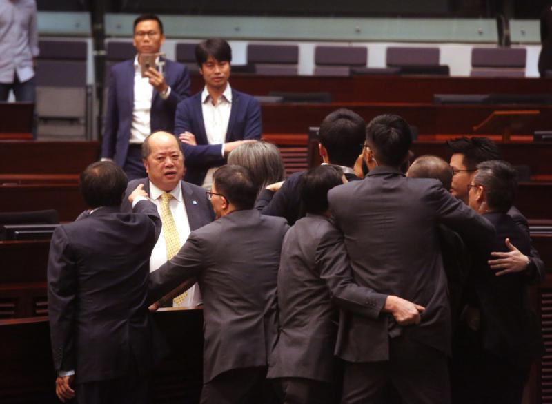 香港立法會大會再次「腰斬」