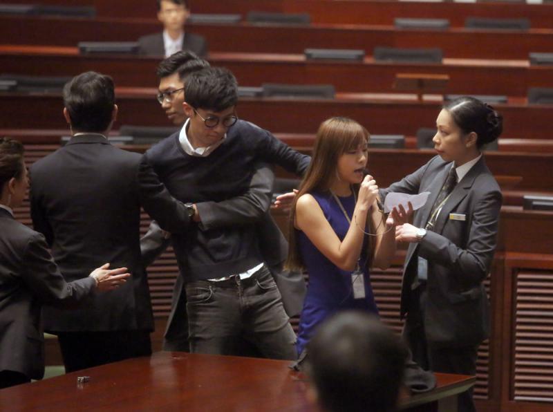 梁頌恆及游蕙禎遭民眾示威批判