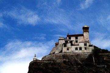雍布拉康,一個滿是經幡的神奇世界