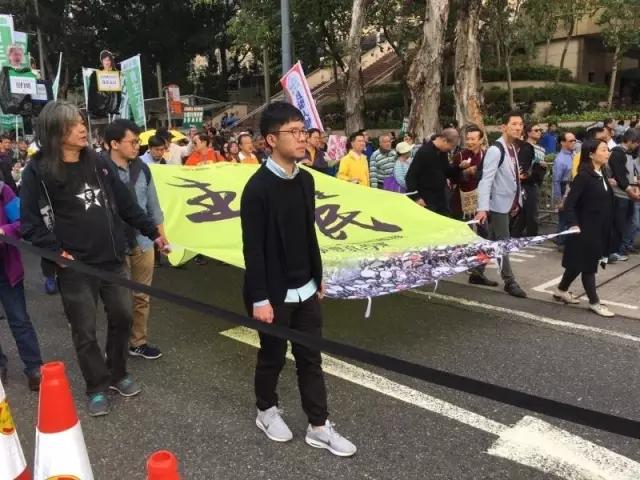 「民陣」萬人游行慘兮不足5000  中央政府堅決捍衛主權