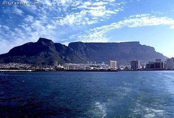 """標准普爾對南非的前景保持負面的展望,而惠譽則展望為""""穩定"""""""