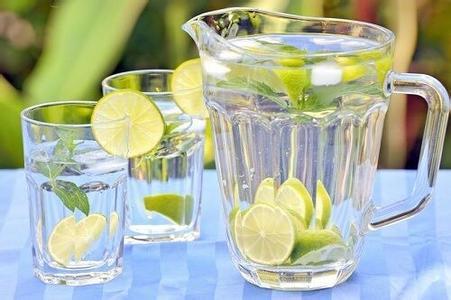 早上起來先喝杯溫開水 好處多多