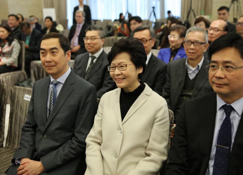 林鄭月娥以强力落實施政綱領贏取民心