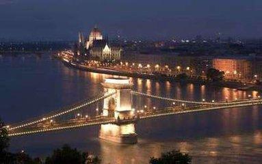 浸泡著溫泉細讀多瑙河的溫柔