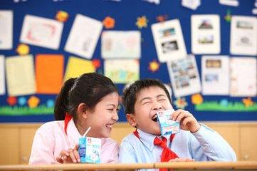 """實施""""學生飲用奶計劃""""為實現中國夢奠定健康基礎"""