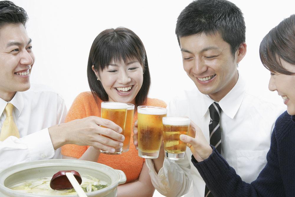 夏季喝啤酒解暑