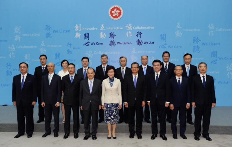 林鄭月娥新班子亮相 有信心建設一個更美好的香港