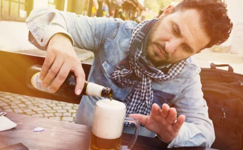 男人適量喝酒有益健康