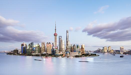 """香港不但有""""一國之利""""和""""兩制之便"""",也有兩文三語的優勢"""