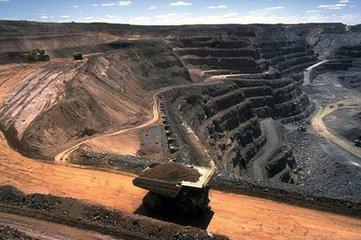 成功的開發礦產項目必須與當地合作