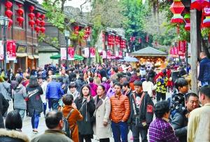 春節內地旅收4700億    零售餐飲日進1300億