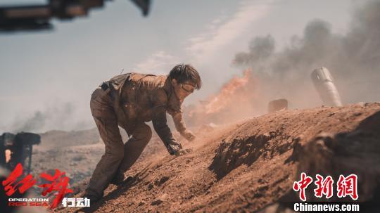 《紅海行動》票房破12億 演員海清實力演繹戰地記者
