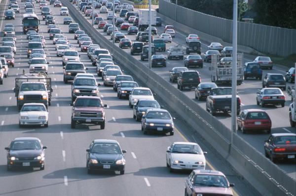 觀眾:澳門政府應帶頭換電動車