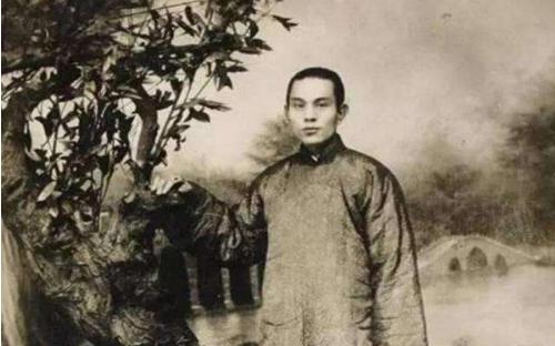 """一代梟雄杜月笙:從貧民窟的小癟三成長為上海灘""""地下皇帝"""""""