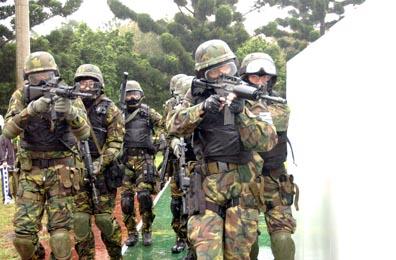 特戰女兵成長記:特種射擊、擒拿格斗、殺蛇取膽
