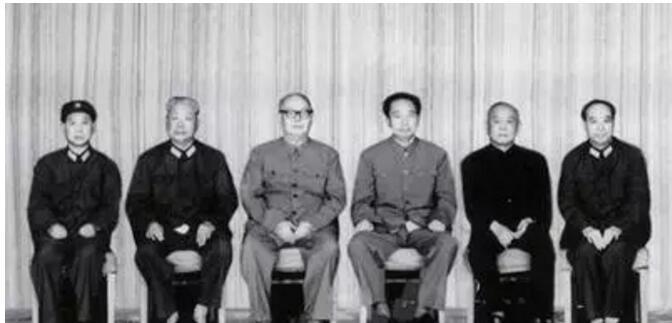 """""""中國的十月革命"""":逮捕江青結束文革,全世界為之震驚"""