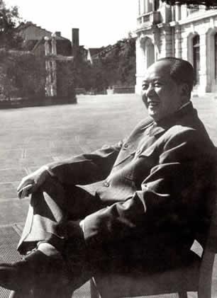 """揭秘:毛澤東掰著手指數自己的四個""""接班人"""""""