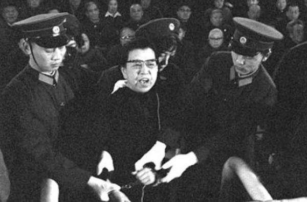 """江青:審判我會使""""文革""""中的紅衛兵抬不起頭"""