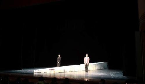 北京人藝戲劇進清華 《老爸開門》上演引共鳴