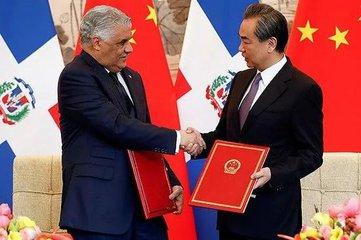 堅持一個中國原則是中國同任何國家建立和發展關係的根本前提和政治基礎