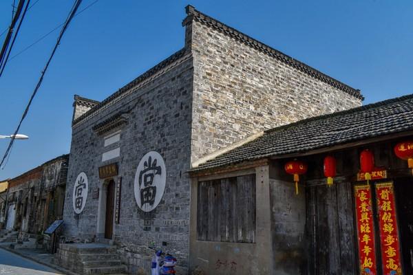 徽州:過街木樓石板路,青磚小瓦馬頭牆
