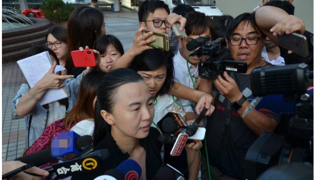 女子涉庭內拍攝 拒知名律師義助