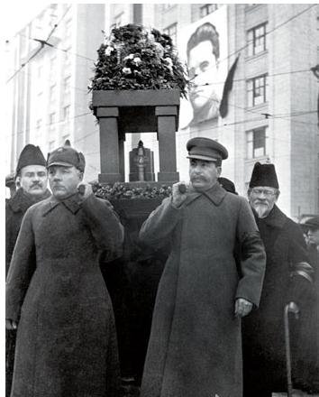 """斯大林遮天蔽日下的蘇聯:早期革命領袖幾乎全成了""""叛徒"""""""